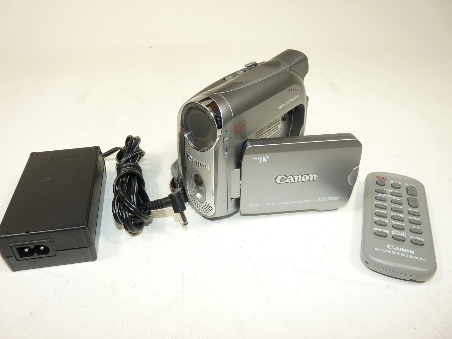 canon zr700 ntsc minidv digital video camcorder w psu remote power rh ebay com Canon ZR500 Accessories Canon ZR850 Battery